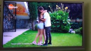 На узбекском ТВ-канале  закрасили девичьи ножки