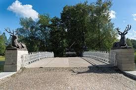 Скульптуры из Ташкента украсили музей-заповедник под Питером
