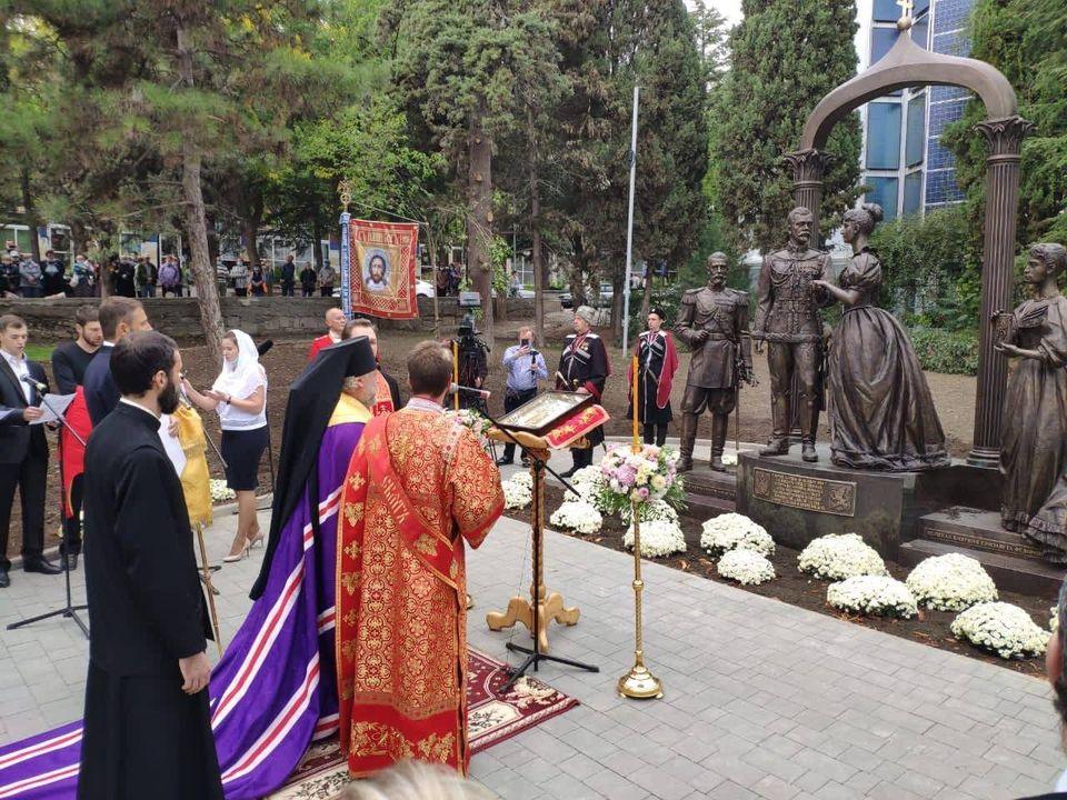 Открылся памятник влюбленному Николаю Второму