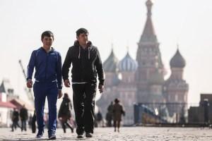 Узбекистанцам объяснили въезд на учебу или работу в Россию