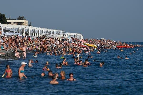 В Сочи неожиданно наступил купальный сезон