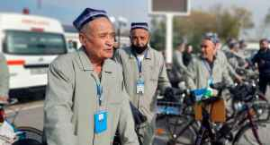 Пенсионеры из Ферганы «двинули» на велосипедах в Самарканд