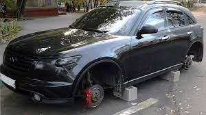 Сына главы Госкомитета безопасности подозревают в краже колес с машин в Бишкеке