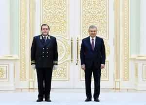 Глава Узбекистана принял верительные грамоты нового посла России Олега Мальгинова