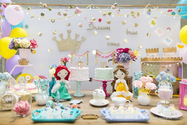 Festa infantil tema princesas vestida de m e blog - Casas de princesas ...