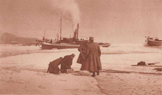 katholieke-illustratie-19290227-torpedisten-trachtten-ijs-op-de-merwede-te-laten-springen-copy