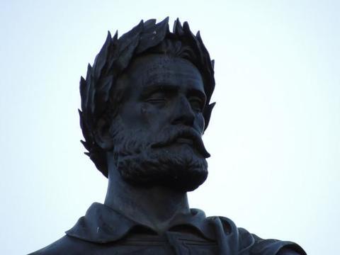 Португальский поэт Луис де Камоэнс известен у себя на родине и за её пределами