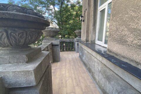 balcony on pyrohova 2