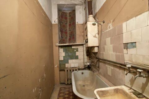 old bathroom on franko 9