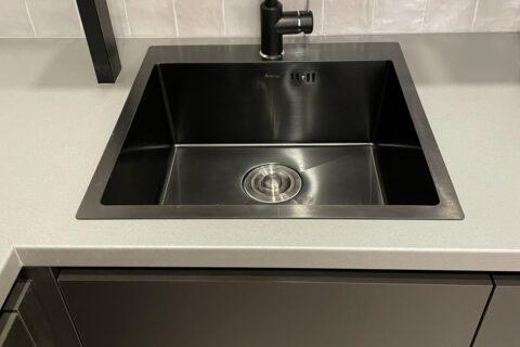 dark sink