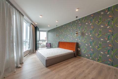 bedroom with big bed