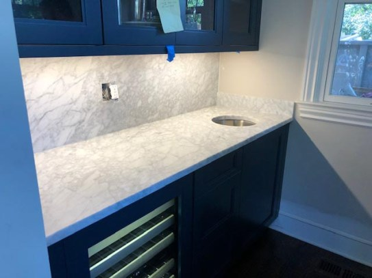 White cracked marble counter top