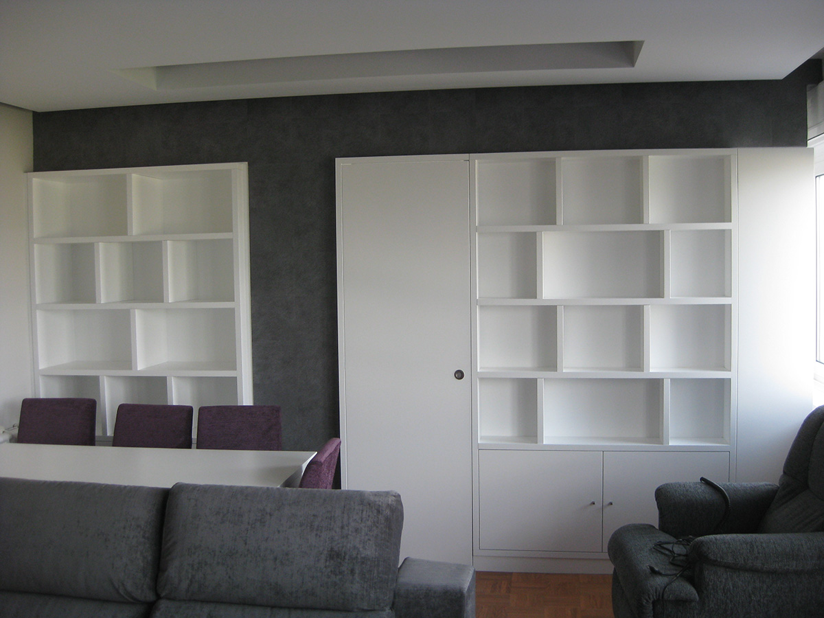 Mueble estantera a medida lacado blanco mate  Vetta Grupo