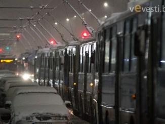 снимка: пламен трифонов. Десетки тролеи буксуваха в центъра на София.