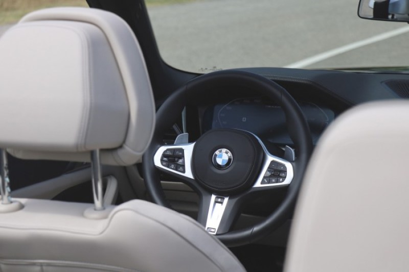 The driving is an expensive but wonderful ambassador from BMW 6