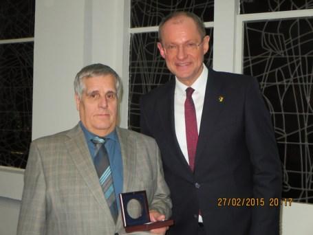 Bernhard Koldziej und Bürgermeister Ulrich Roland · Foto: Ralf Steiger
