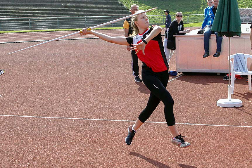 Emily Klein beim Speerabwurf
