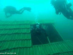 ..zum Dach gehts unter Wasser auch mal wieder hinaus