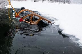 Schlitten fahren unter Eis!