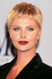charlize theron red carpet hair
