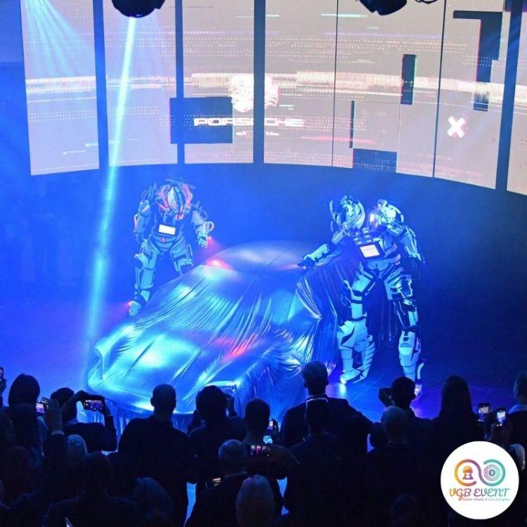 2 robots geant cyborgs inauguration porsche VGB EVENT