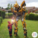 robot geant jaune avec enfant Spiderman VGB EVENT
