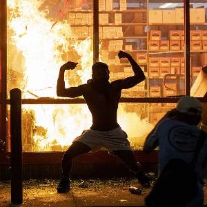 ((;゚Д゚))リアルバイオハザード!アメリカの暴動がマジでヤバイ