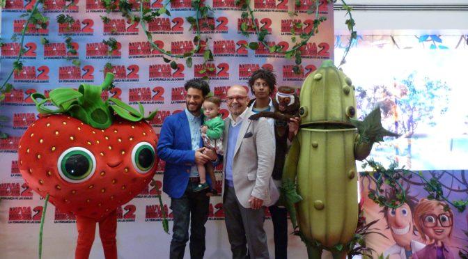 Mauricio Castillo, Erick Elias y las zoosobras en la Alfombra roja de 'Lluvia de Hamburguesas 2'