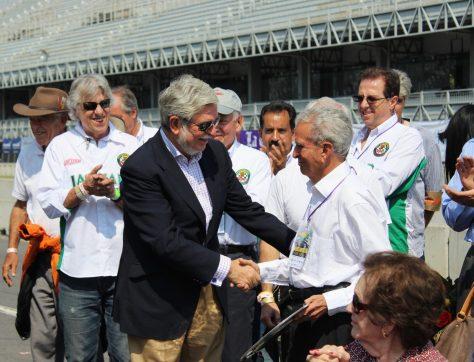 Embajador de España Manuel Alabart Fernández con Sergio Oliveros homenajeado