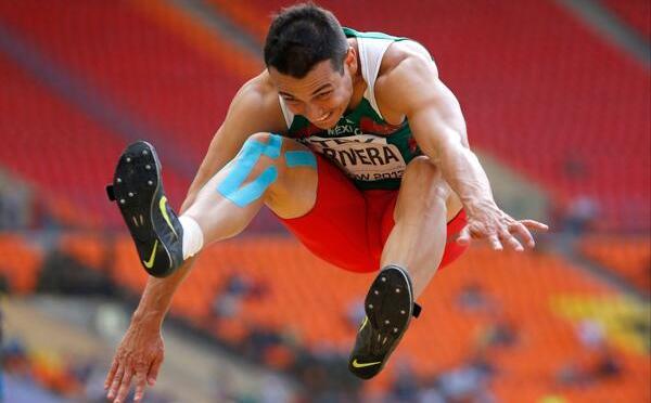 Luis Rivera avanza a la final de salto de longitud en el Mundial de Bajo Techo