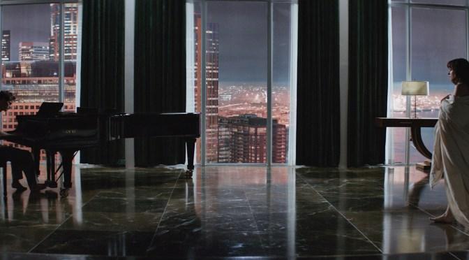 Las cosas se calientan en el nuevo trailer de 'Cincuenta Sombras de Grey'