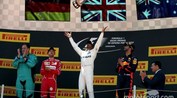 """<span class=""""entry-title-primary"""">Mercedes sufre, pero gana el Gran Premio de España 2017</span> <span class=""""entry-subtitle"""">Checo rompe todas las quinielas y termina 4to</span>"""