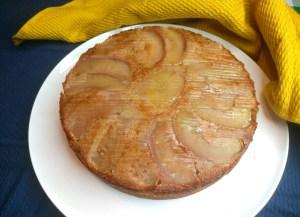 מתכון לעוגת תפוחים הפוכה עם סירופ מייפל מחליף את הדבש, ושפע תבלינים מבושמים