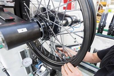 VGV-assemblaggio-ruote-10