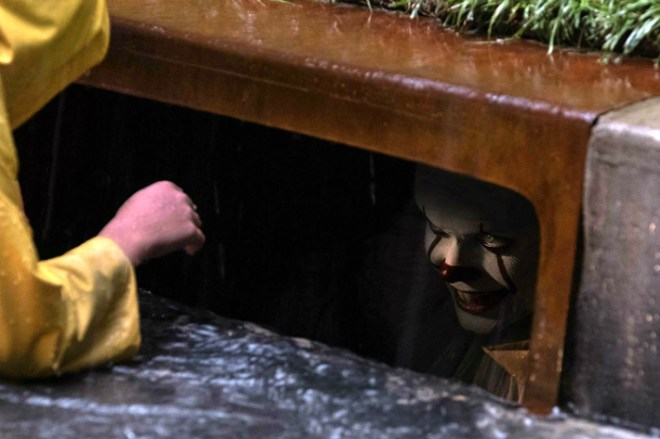 It - Pennywise in sewer with Georgie