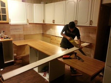 l'ancienne cuisine en cours de démontage / the old kitchen being dismantled