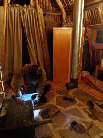 Installation du conduit de poêle / installing the stovepipe