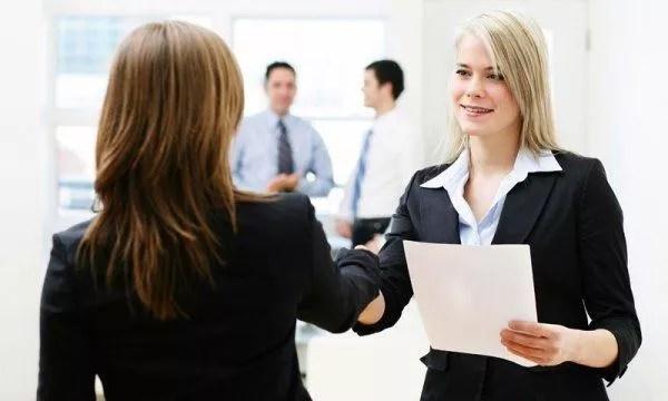 Chegou o dia da entrevista de emprego? Muita calma nessa hora. (Foto: Divulgação)