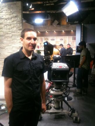 en el estudio de Now What TV