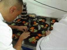 preparando platos coreanos