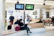 Aménagement du nouvel espace d'attente pour les voyageurs de la gare sncf CDG à Paris. Concept développé par l'AREP et réalisé par Via Composites en 2015.