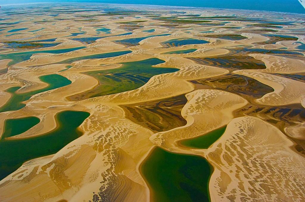 lagoas entre as dunas nos lençóis maranhenses