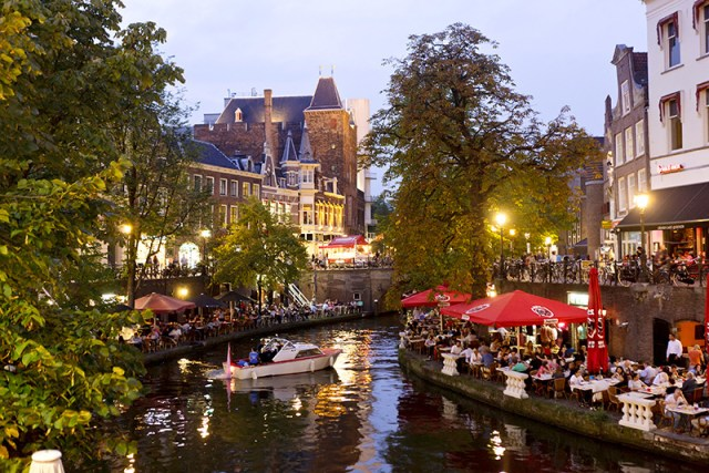 Terraces-Canals-Utrecht---high_rgb_6582