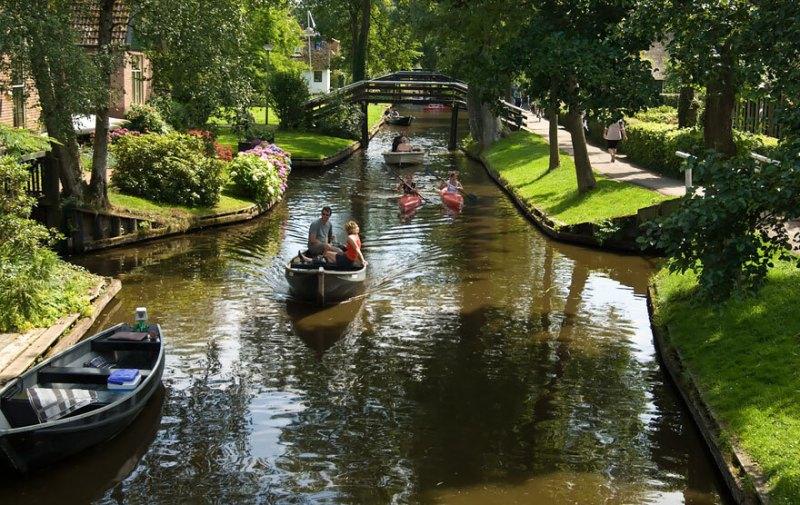 Ao todo, a cidade possui 176 pontes, o que deixa o local ainda mais charmoso.
