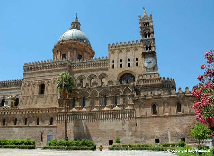 Fachada da catedral de Palermo. Foto: Italyguides.it