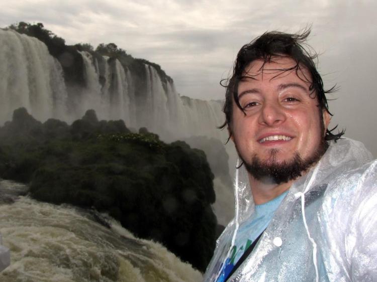 Tomando um banho nas Cataratas do Iguaçú, uma das 7 maravilhas modernas