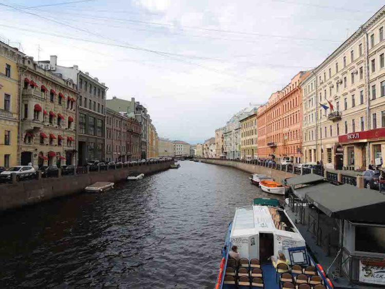 Ruas e canais de São Petersburgo