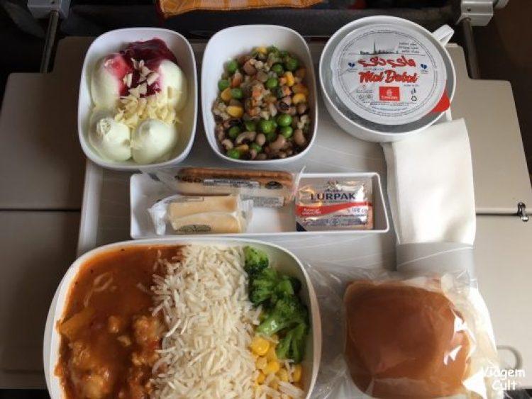 refeições emirates voo