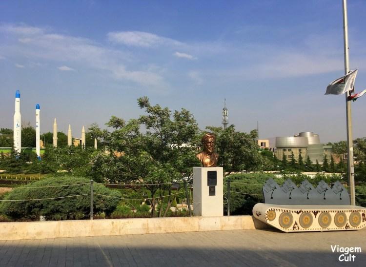 museu-revolução-teerã