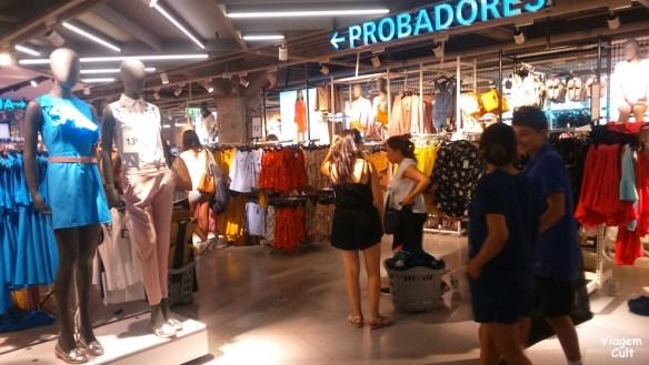 47eea4095 Para quem é louco por moda e gosta de viajar e comprar roupa